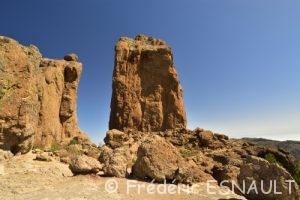Le Roque Nublo est un monolithe de basalte haut de 80 mètres et culminant à 1 813 mètres d'altitude